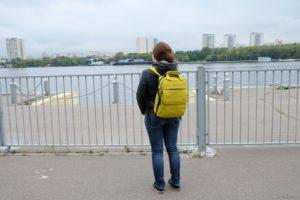 Рюкзак на спине