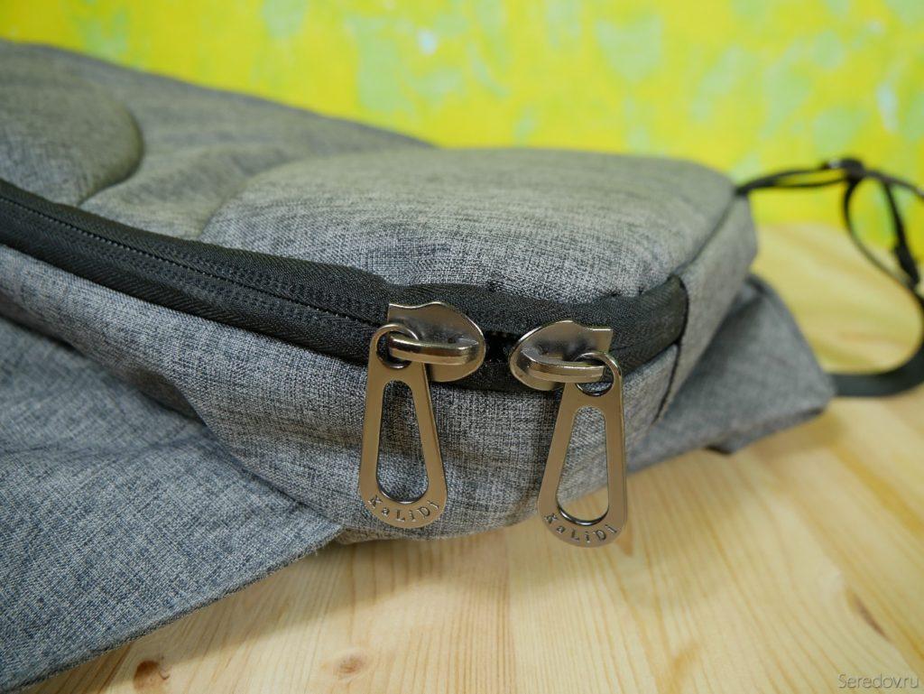 Собачки на спинке рюкзака