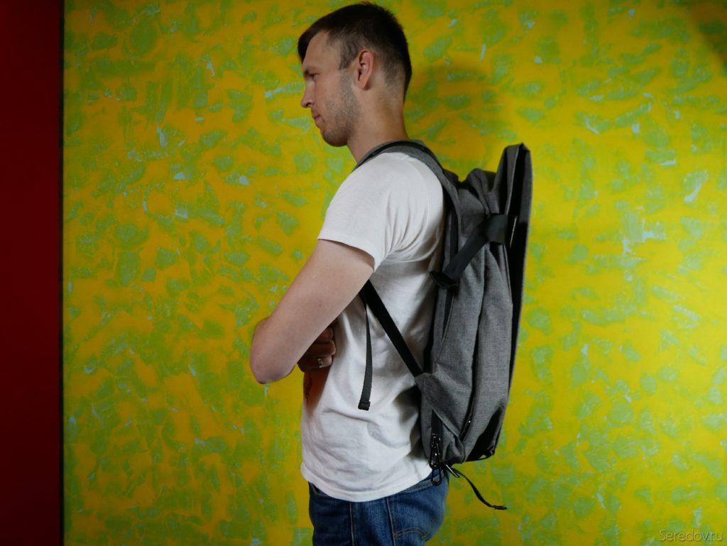 Пустой рюкзак KALIDI на человеке