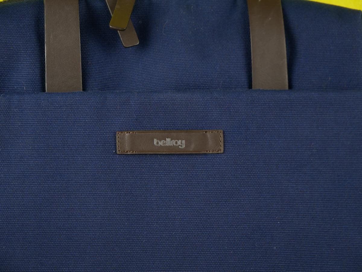 Название компании на передней часьи сумки