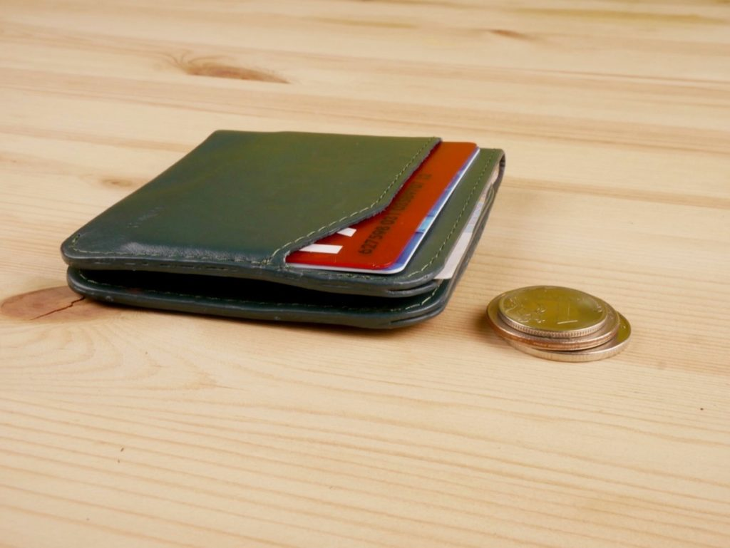 общий вид на компактный второй кошелек Bellroy Carry Out