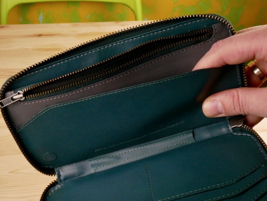 кошелк Bellroy Carry Out внутри
